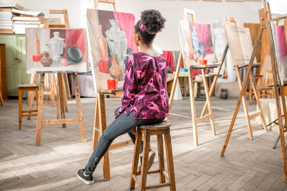 Woman painting in an art class.